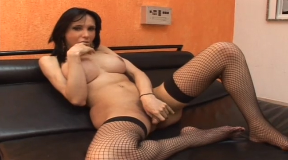 Naive Guy Has Never Try Tranny Cock Before